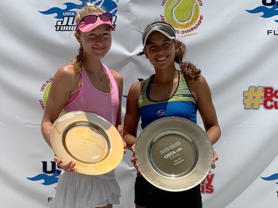 Girls-18s-Champion-and-Finalist-Sophia-Fornaris-and-Stephanie-Sanchez