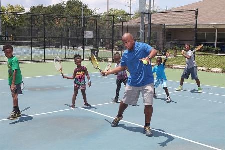 MaliVai Washington with kids on the court