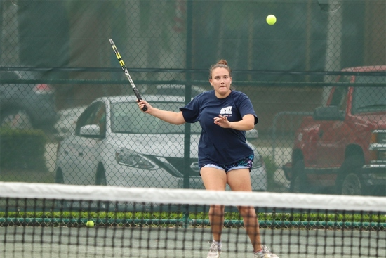 Jemma Tassopoulos on the court at the 2020 Tennis on Campus Delray Beach Challenge