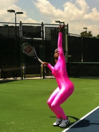 Serena Williams hot pink twitter pic